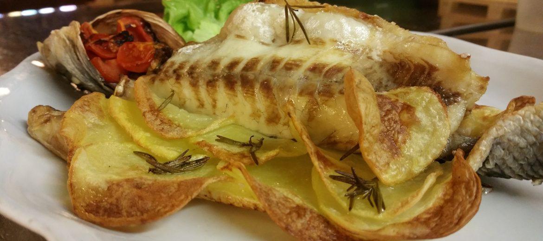 Branzino in crosta di patate ripieno di carciofi